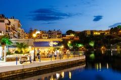 Agios Nikolaos miasteczko przy lato wieczór Agios Nikolaos jest jeden turystyczny Obrazy Royalty Free