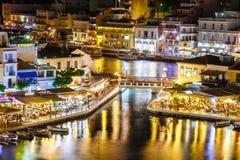 Agios Nikolaos miasteczko przy lato wieczór, Crete Fotografia Stock