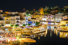Agios Nikolaos miasteczko przy lato wieczór Agios Nikolaos jest jeden turystyczny Zdjęcia Stock