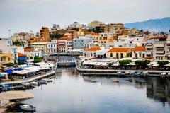 Agios Nikolaos miasteczko przy lato wieczór Agios Nikolaos jest jeden turystyczny Fotografia Stock