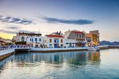 Agios Nikolaos miasteczko przy lato wieczór Agios Nikolaos jest jeden turystyczny Fotografia Royalty Free