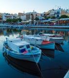 Agios Nikolaos miasto przy nocą, Crete, Grecja Obrazy Royalty Free