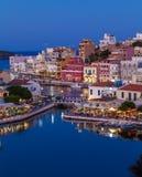 Agios Nikolaos miasto przy nocą, Crete, Grecja Fotografia Royalty Free