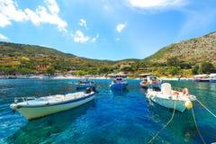 Agios Nikolaos portu Zakynthos wyspa w lecie z jasnym b, Zdjęcie Stock