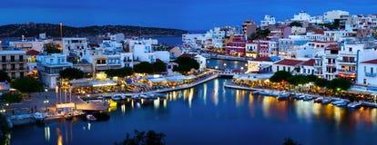 Agios Nikolaos przy nocą Fotografia Stock
