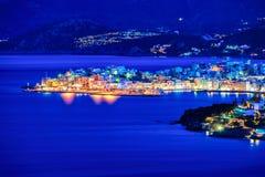 Agios Nikolaos przy nocą, Crete, Grecja Zdjęcia Royalty Free