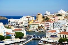 Agios Nikolaos schronienie i miasteczko, Crete Obraz Stock