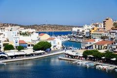 Agios Nikolaos schronienie i miasteczko, Crete Zdjęcia Stock