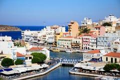 Agios Nikolaos schronienie i miasteczko, Crete Fotografia Stock