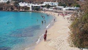Agios Stefanos Beach en la isla de Mykonos, Grecia metrajes