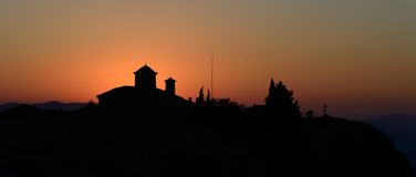 Agios Stefanos kloster på Meteora, Grekland sunrice Arkivbild