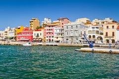 AgiosNikolaos stad på Crete Royaltyfri Bild