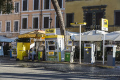 Agip在一条街道上的加油站在罗马 库存照片