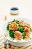 A agitação da galinha e dos brócolis de Teriyaki frita com arroz Fotografia de Stock