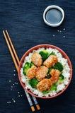 A agitação da galinha e dos brócolis de Teriyaki frita com arroz Fotos de Stock