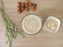 Agitação da proteína com farinha da avelã e a aveia rolada imagens de stock