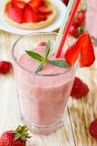 Agitação de morango e sobremesa da morango Fotos de Stock Royalty Free