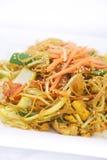 Agitação dos macarronetes de Singapura fritada. Fotos de Stock