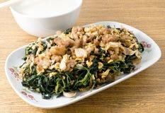 Agitação Fried Jute Leaves com arroz fervido delicado fotos de stock royalty free