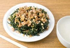 Agitação Fried Jute Leaves com mingau do arroz fotos de stock