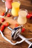 Agitações de leite do esporte, saudável e fresco fotos de stock royalty free