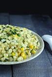 Agitación del maíz con la cebolla verde Imágenes de archivo libres de regalías