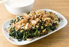 Agitación Fried Jute Leaves con arroz hervido suavidad Fotos de archivo libres de regalías