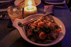 Agitación Fried Sea Food de los espaguetis imágenes de archivo libres de regalías
