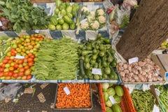 Agitarsi il mercato della verdura e della frutta a Funchal Madera immagini stock