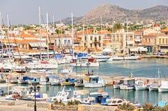 Agitarsi porto di Aegina fotografia stock libera da diritti