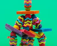 Agitations et jouet d'oiseau de gaufrettes pour tout le genre d'oiseaux, perroquets Emp?che l'ennui d'oiseau photo stock
