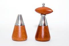 Agitatore di legno di sale e del pepe Fotografia Stock