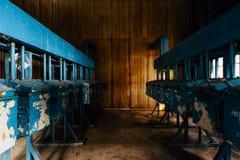 Agitatorzy - Porzucony kontaminaci & wyżymaczki dom - Zaniechanego Indiana wojska Amunicyjna zajezdnia - Indiana Obrazy Royalty Free
