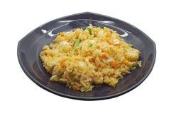 Agite o arroz fritado com camarão e misture o vegetal Imagens de Stock Royalty Free