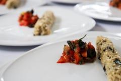 Agite o tomate e o cogumelo da fritada com arroz integral Imagens de Stock