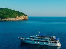 Żaglówka blisko starego miasteczka Dubrovnik Zdjęcia Royalty Free
