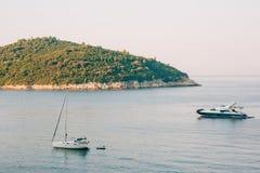 Żaglówka blisko starego miasteczka Dubrovnik Zdjęcie Stock
