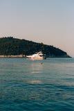 Żaglówka blisko starego miasteczka Dubrovnik Zdjęcie Royalty Free
