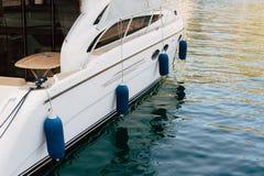 Żaglówka blisko starego miasteczka Kotor, zatoka Kotor Zdjęcie Royalty Free