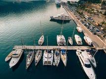 Żaglówka blisko starego miasteczka Kotor, zatoka Kotor Zdjęcia Royalty Free