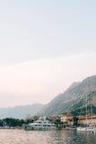 Żaglówka blisko starego miasteczka Kotor, zatoka Kotor Obraz Stock