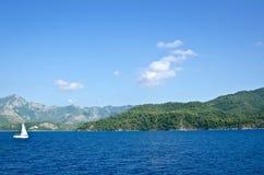 Żaglówka blisko wysp morze egejskie Fotografia Stock