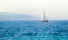 Żaglówka jacht na morzu Obraz Stock