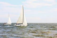 Żaglówka jachty przy morzem Fotografia Stock