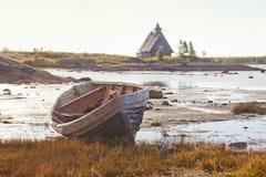 Żaglówka na brzeg w Rabocheostrovsk Zdjęcie Stock