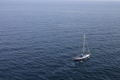 Żaglówka na Czarnym morzu crimea Yalta Obrazy Royalty Free