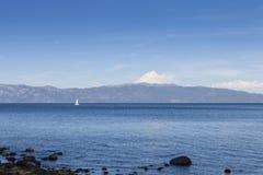 Żaglówka na Jeziornym Tahoe, Kalifornia Obraz Royalty Free