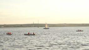 Żaglówka na jeziorze zdjęcie wideo