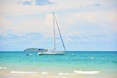 Żaglówka na morzu Obrazy Royalty Free