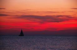 Żaglówka na oceanie Zdjęcia Royalty Free